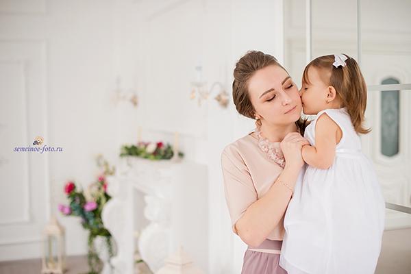 Очаровашка Ника с мамой и крёстной