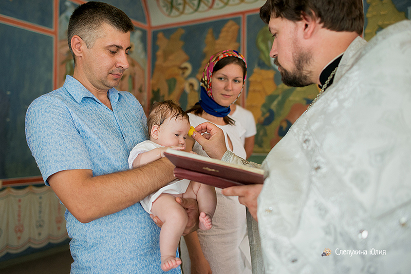 Таинство Крещения Валерии в Покровском храме (Воронеж)