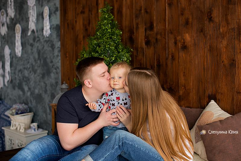 Счастливая и дружная семья