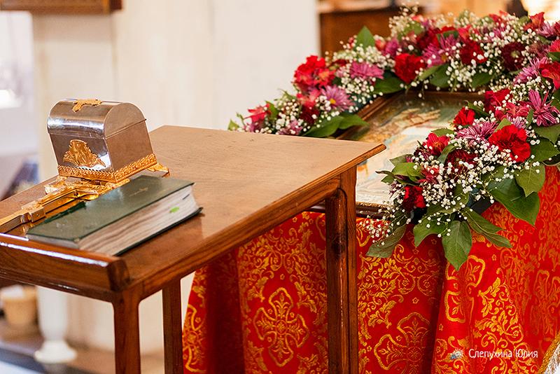 Таинство Крещения Анны. Храм во имя вмц. Параскевы Пятницы, с. Ямное, Воронеж