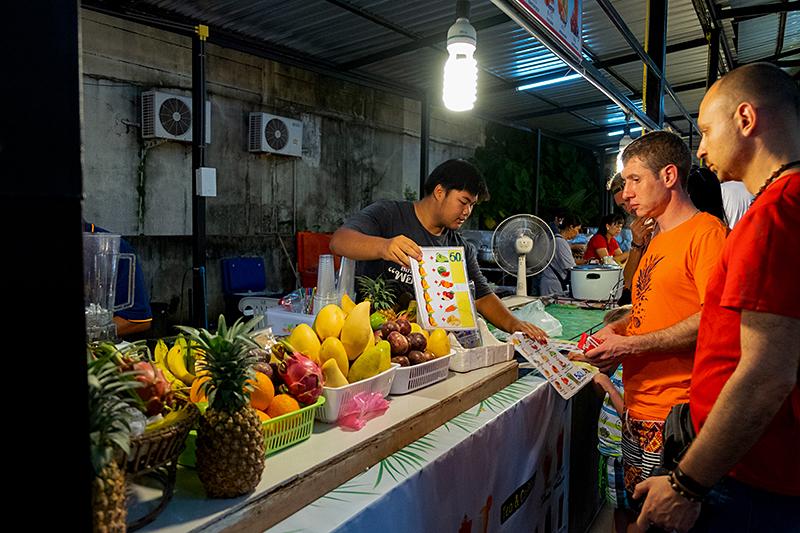 Пхукет, май 2018. Рынки, кафе, магазины